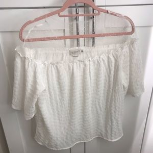Cute blouse with fine polkadot lace